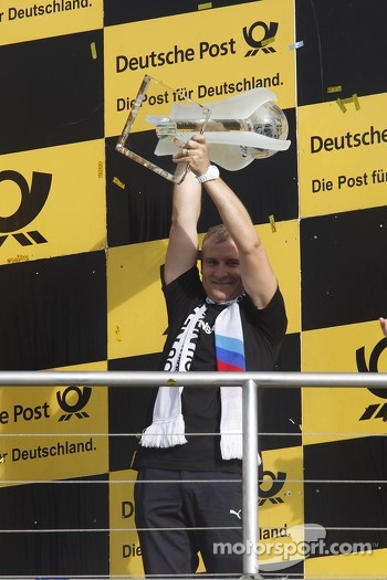 Jens Marquardt, BMW Motorsport Director with the Trophy of Manufacturer Championship 2012 for BMW