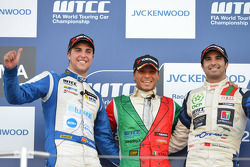 Yokohama Trophy, 1st position Stefano D'Aste, BMW 320 TC, Wiechers-Sport, 2nd position Pepe Oriola, SEAT Leon WTCC, Tuenti Racing Team and 3rd position Mehdi Bennani, BMW 320 TC, Proteam Racing