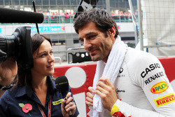 Mark Webber, Red Bull Racing with Lee McKenzie, BBC Television Presenter on the grid