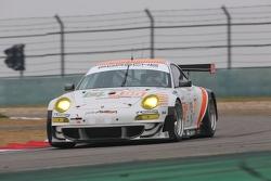 #55 JWA-AVILA Porsche 911 RSR: Joel Camathias, Matt Bell, Paul Daniels