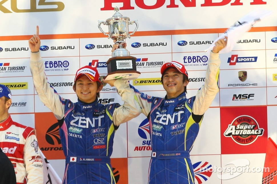 GT500 podium: winners Yuji Tachikawa, Kohei Hirate