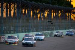 Jeff Gordon, Hendrick Motorsports Chevrolet, Kurt Busch, Furniture Row Racing Chevrolet