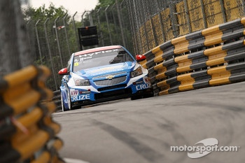 Alain Menu, Chevrolet Cruze