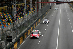 Gabriele Tarquini, SEAT Leon WTCC, Lukoil Racing Team leads Tiago Monteiro, Honda Civic Super 2000 TC, Honda Racing Team Jas