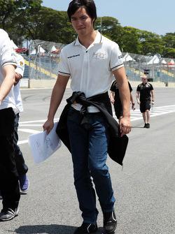 Ma Qing Hua, Hispania Racing F1 Team, Test Driver walks the circuit