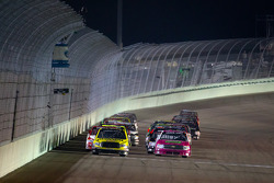 Restart: Kyle Busch, Kyle Busch Motorsports Toyota leads the field