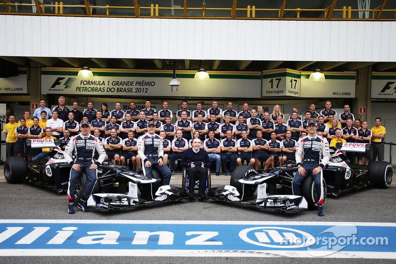 Pastor Maldonado, Williams; Valtteri Bottas, Williams Third Driver; Frank Williams, Williams Team Owner and Bruno Senna, Williams in a team photograph