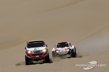 #330 Isuzu: Bruce Garland and Hiroaki Suzuki