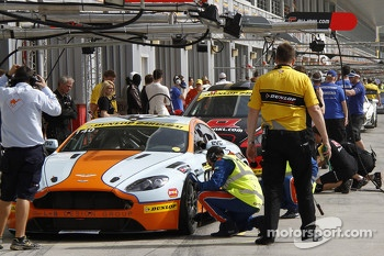 #140 Gulf Racing Middle East Aston Martin Vantage V8: John Iossifidis, Martin Baerschmidt, Nigel Farmer, Robert Partouche