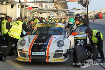#20 Gulf Racing Middle East Aston Martin Vantage: John Iossifidis, Frederic Fatien, Martin Baerschmidt, Nigel Farmer