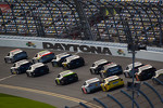 mark-martin-michael-waltrip-racing-toyota-leads-a-group-of-cars-2