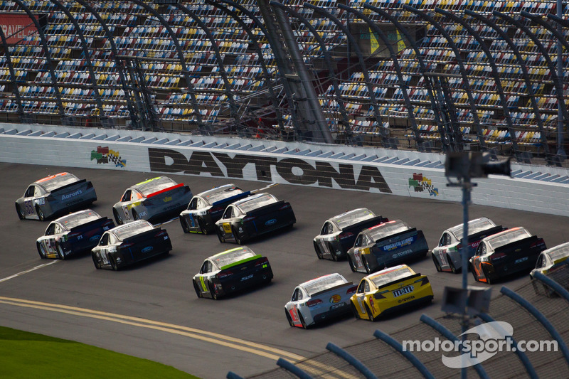 Mark Martin, Michael Waltrip Racing Toyota leads a group of cars