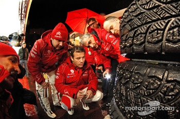Sbastien Loeb and Daniel Elena and Citron Total Abu Dhabi World Rally Team look at tires