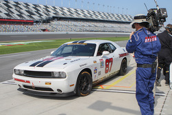 Pit stop for #87 Vehicle Technologies Dodge Challenger: Tony Ave, Jan Heylen, Doug Peterson, Moses Smith