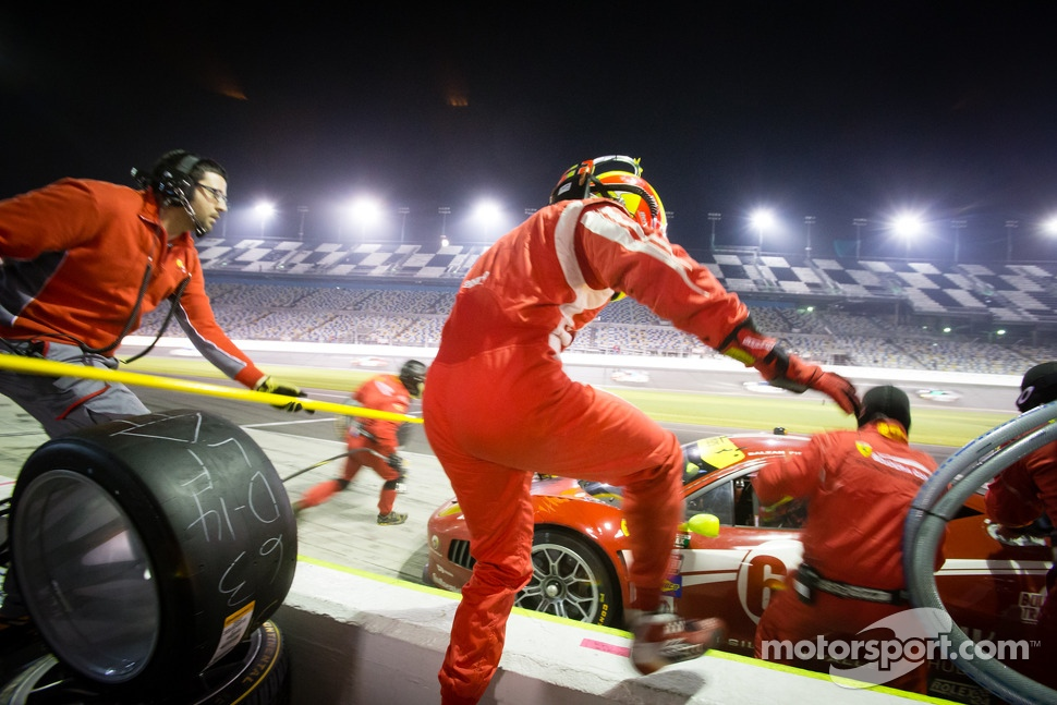 Pit stop for #63 Scuderia Corsa Ferrari 458: Alessandro Balzan, Marco Frezza, Alessandro Pier Guidi, Olivier Beretta