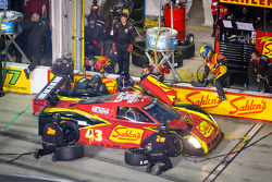 Pit stop for #43 Team Sahlen BMW Riley: Joe Sahlen, Joe Nonnamaker, Will Nonnamaker, Tomy Drissi, Bruno Junqueira