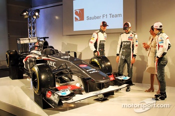 Nico Hulkenberg, Sauber with team mate Esteban Gutierrez, Sauber; Monisha Kaltenborn, Sauber Team Principal and Robin Frijins, Sauber Test and Reserve Driver