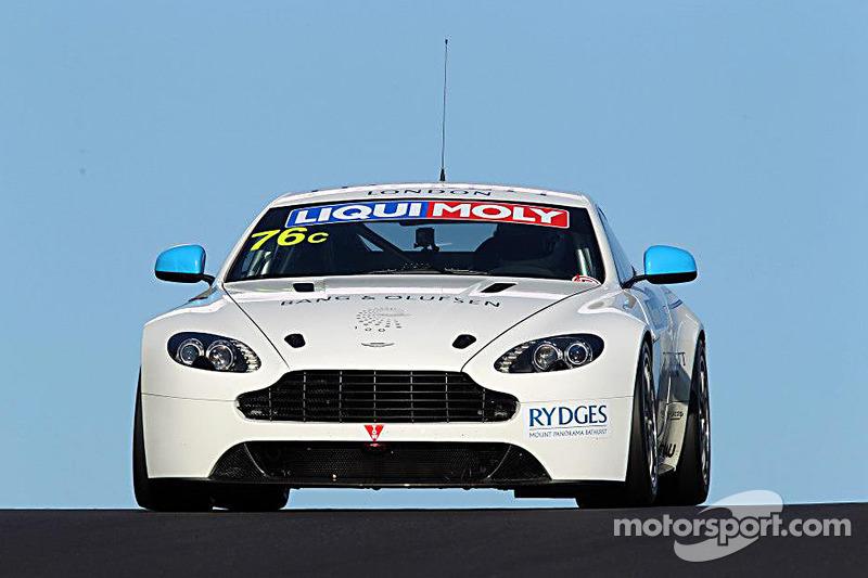 #76 Aston Martin Vantage GT4: Andreas Baeneiger, Florian Kamelger, Chris Porritt
