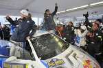 Winners Sébastien Ogier and Julien Ingrassia, Volkswagen Polo WRC, Volkswagen Motorsport celebrate