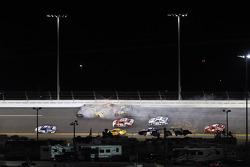 Denny Hamlin, Joe Gibbs Racing Toyota, Jimmie Johnson, Hendrick Motorsports Chevrolet, Kyle Busch, Joe Gibbs Racing Toyota, Jeff Gordon, Hendrick Motorsports Chevrolet crash