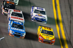 Kasey Kahne, Hendrick Motorsports Chevrolet and Joey Logano, Penske Racing Ford battle for position