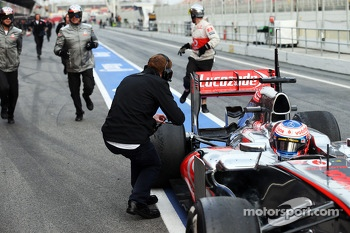 A photo opportunity as Jenson Button, McLaren MP4-28 stops in the pit lane