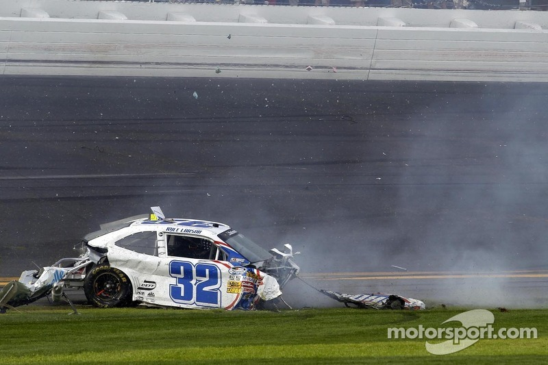 Last lap crash: Kyle Larson comes to a rest