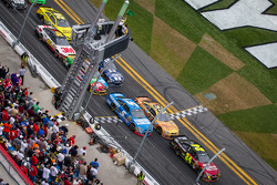 Restart: Jeff Gordon, Hendrick Motorsports Chevrolet leads the field