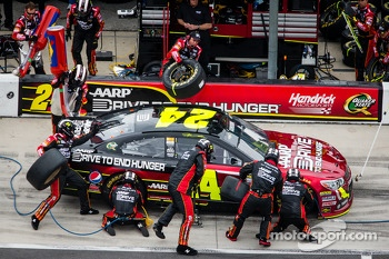 Pit stop for Jeff Gordon, Hendrick Motorsports Chevrolet