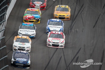 Brad Keselowski, Penske Racing Ford leads a group of cars