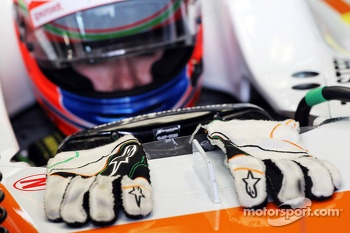 Paul di Resta, Sahara Force India VJM06 - Alpinestars gloves