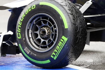 Williams FW35 wheel