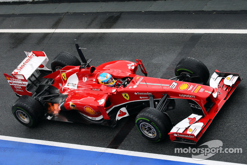 Fernando Alonso, Ferrari F138 spits flame from the exhaust