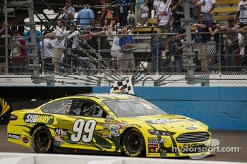 Race winner Carl Edwards, Roush Fenway Racing Ford celebrates