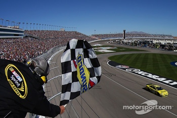Matt Kenseth, Joe Gibbs Racing Toyota takes the win