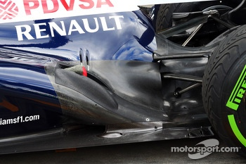 Valtteri Bottas, Williams FW35 exhaust and rear suspension