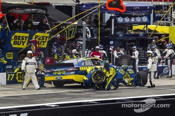 Ricky Stenhouse Jr., Roush Fenway Racing Ford pitstop