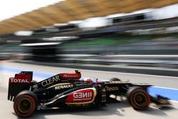Romain Grosjean, Lotus F1 E21 leaves the pits