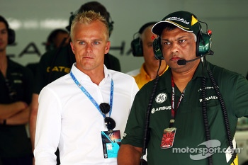 Heikki Kovalainen, with Tony Fernandes, Caterham F1 Team