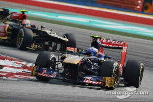 Jean-Eric Vergne, Scuderia Toro Rosso STR8 leads Romain Grosjean, Lotus F1 E21