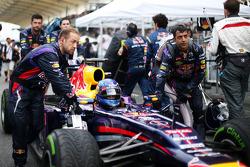 Sebastian Vettel, Red Bull Racing RB9 heads onto the grid