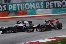 Pastor Maldonado, Williams FW35 and Jean-Eric Vergne, Scuderia Toro Rosso STR8 battle for position