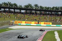 Mark Webber, Red Bull Racing RB9 leads Lewis Hamilton, Mercedes AMG F1 W04