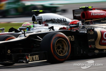 Kimi Raikkonen, Lotus F1 E21 and Sergio Perez, McLaren MP4-28