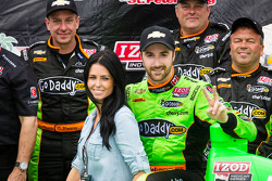 Victory circle: race winner James Hinchcliffe, Andretti Autosport Chevrolet celebrates with girlfriend Kirsten Dee