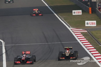 Jenson Button, McLaren MP4-28 passes Romain Grosjean, Lotus F1 E21