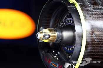 Sebastian Vettel, Red Bull Racing RB9 wheel hub