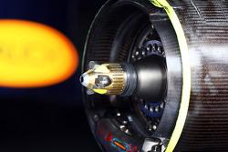 Sebastian Vettel, Red Bull Racing RB9 wheel hub