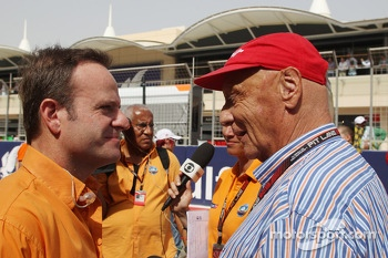 (L to R): Rubens Barrichello, Globo TV Presenter with Niki Lauda, Mercedes Non-Executive Chairman on the grid