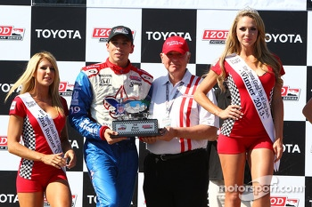 Victory circle: third place Justin Wilson, Dale Coyne Racing